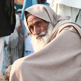 Experience of Life, Pakistan by FARAZ AHMED RAJAR - People Portraits of Men ( pakistan, old, life, seat, shawl, experience, man, eyes )