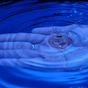 by Mark Louie Meru - Artistic Objects Other Objects ( water, hand, strobists, maky meru, droplets )