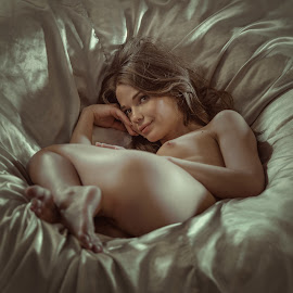 Girl, nude, beautiful, studio, photo by Dmitry Laudin - Nudes & Boudoir Artistic Nude ( studio, nude, girl, beautiful )