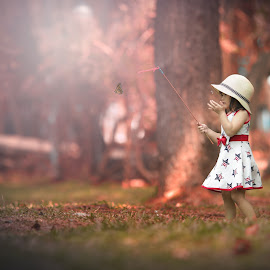 Little catcher... by Rahmat  Fiqih - Babies & Children Children Candids ( playing, butterfly, children, kids, kids portrait )