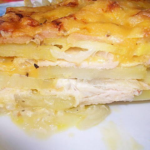 Potato casserole with chicken and cheese (in French)