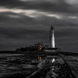 St. Marys Lighthouse by Adam Lang - Buildings & Architecture Other Exteriors ( seaton sluice, st marys lighthouse, lighthouse, reflection, night, whitley bay, sea )