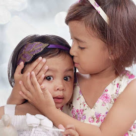It's OK Sis..... by Erwin Rizaldi - Babies & Children Child Portraits ( child, girls, sistes, kids, portraits )