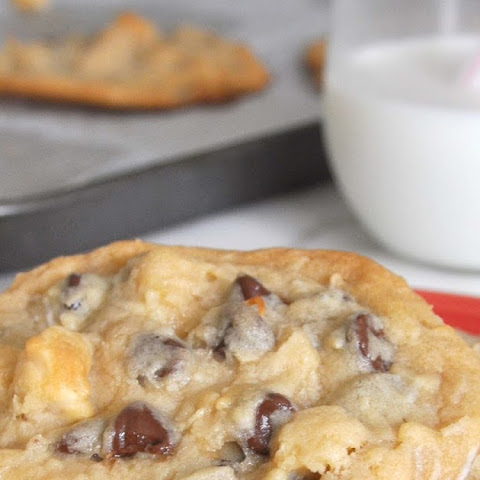 Coconut-Macadamia-Chocolate Chips HUGE Cookies