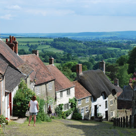 Gold Hill , Shaftesbury by Pauleen Stewart - Buildings & Architecture Homes ( hill, shaftesbury, thatch, buildings )