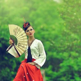 - by Gusti Adi R - People Fashion