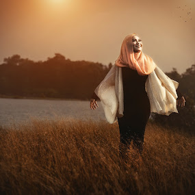 FREE by MSR Photography - People Portraits of Women ( water, girl, sunset, landscape, women )