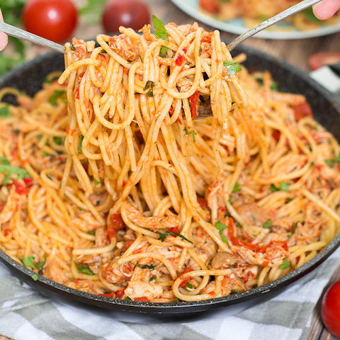 Chicken Spaghetti with Red Sauce and Prosciutto