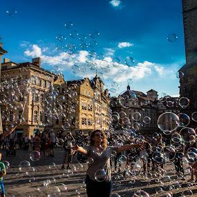 Moment of joy with ten million bubbles by Arif Sarıyıldız - People Street & Candids ( joy, bubbles, prague, travel photography,  )