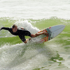 Passage en force by Gérard CHATENET - Sports & Fitness Surfing