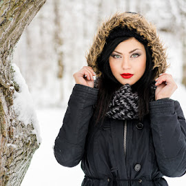 Janina / Snow 2 by Mika Leinonen - People Portraits of Women ( winter, snow, beauty, portrait,  )