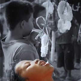 Lomba Makan Kerupuk by Abhan Creative - Babies & Children Children Candids