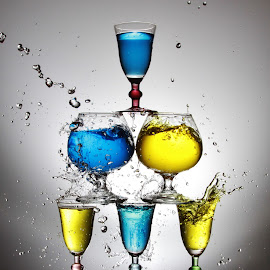 Three level glass splash by Peter Salmon - Artistic Objects Glass ( colour, water, splashing, glasses, glass )