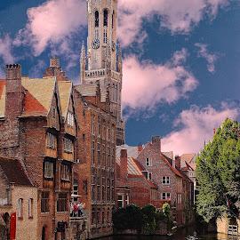 Brugges - Le beffroi et les canaux by Gérard CHATENET - City,  Street & Park  Historic Districts