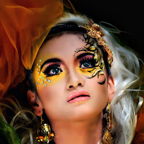 Thinking of U by Dhiean Kukuh - People Portraits of Women