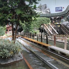 the mall of usa by Jon Radtke - City,  Street & Park  Amusement Parks ( the mall of usa )