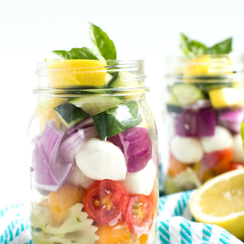 Lemon Basil Vegetable Pasta Salad in a Jar