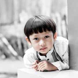 Azzamy by Bastian M - Babies & Children Child Portraits ( bw, vintage, children portrait, portrait, boy,  )
