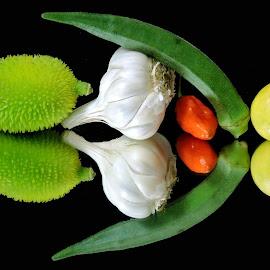garlic by SANGEETA MENA  - Food & Drink Fruits & Vegetables