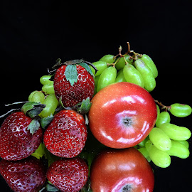 Apple n grape  by Asif Bora - Food & Drink Fruits & Vegetables