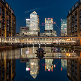 Canary Wharf from Rotherhithe  by Simon Elliott - Buildings & Architecture Office Buildings & Hotels ( water, london, long exposure, night, city )