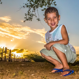 Little Marcelo by Rqserra Henrique - Babies & Children Child Portraits ( brazil, sunset, rqserra, smile, boy, smiling )