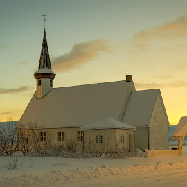 Berlevåg church by Annette Nordlinder - Buildings & Architecture Places of Worship ( roof, sky, church, sloping, snow, white, yellow, small )