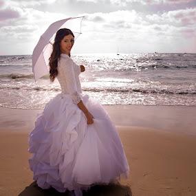 SImple Elegance by Natalie Houlding - Wedding Bride
