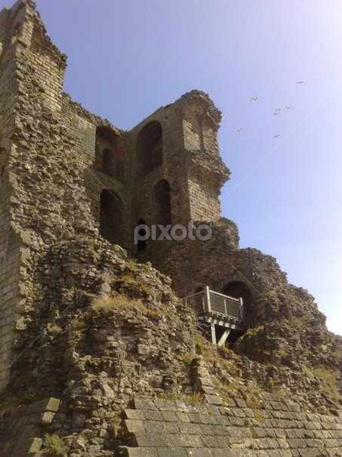 Scarborough Castle by MisterReg Sorfleet - Buildings & Architecture Public & Historical