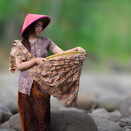 Village Girl by Gilang Prayoga - Novices Only Portraits & People ( girl, village, woman, beautiful, beauty )