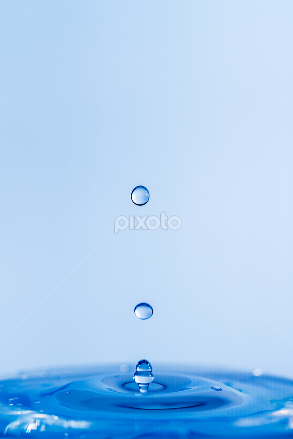 Water Drop by Xióng Xióng - Abstract Water Drops & Splashes ( water, waterdrop, singledrop )