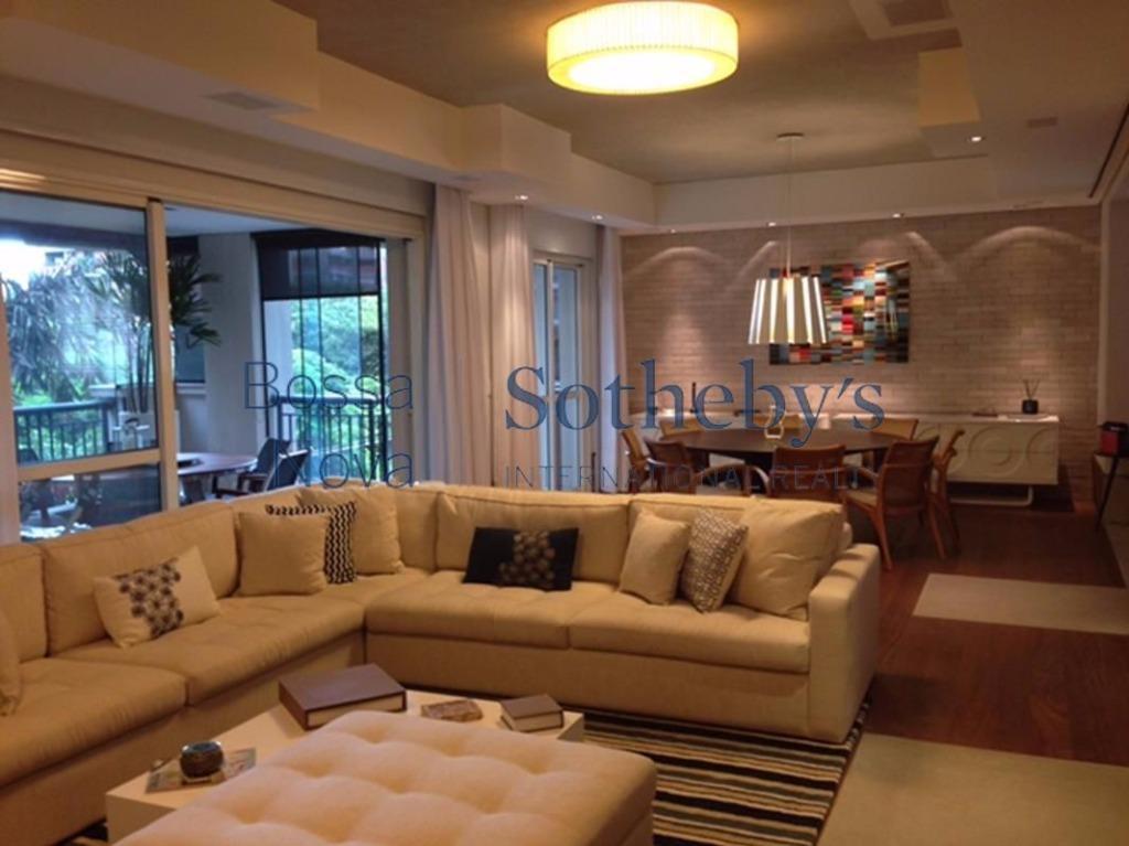 Apartamento moderno, bem decorado, no miolo da Vila Nova Conceição, ao lado do parque do Ibirapuera