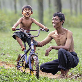 by Lucky E. Santoso - People Family ( playing, dad with kids )