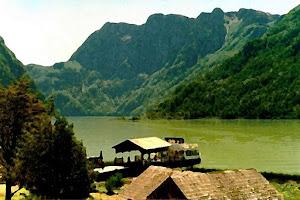 EN LA Presa Necaxa, en Huauchinango, puedes practicar algo de canotaje, kayak o rentar alguna cabaña para relajarte en su exótico entorno boscoso.