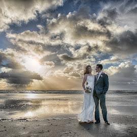 Sunset beach wedding by Froddy Baun - Wedding Bride & Groom ( clouds, sand, fanø, wedding, sunset beach wedding )