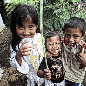 Three mas getir by Syf Talkie - Babies & Children Child Portraits ( children, kids, smile )