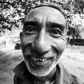 Lao  Nong by Lâm Tặc - People Portraits of Men