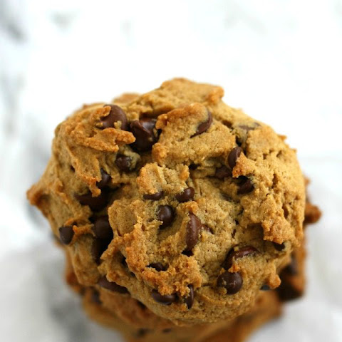 Thick and Chewy Chocolate Chip Cookies (Vegan and GF).