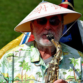 Mouth  makes  music by Gordon Simpson - People Musicians & Entertainers