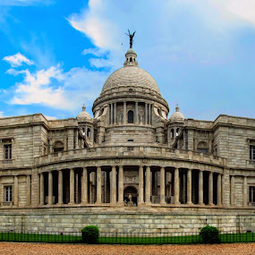 Vibrant Victoria (snap 2) by Sautrik Dutta Mantrani - Buildings & Architecture Statues & Monuments ( victoria memorial kolkata india )