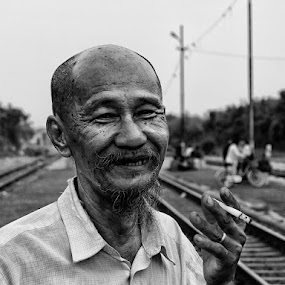 The B'Old' Man Smile by Aditya Nugraha - People Portraits of Men ( old man, smile )
