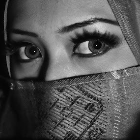 Eye and Hijab by Mohammad Fairuz - People Portraits of Women ( potrait, black and white, hijab, women, people, eye )