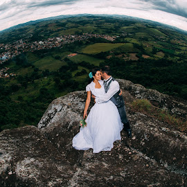 Amor visto do alto by Ricardo Costa - Wedding Bride & Groom ( clouds, dress, wedding, cloud, stone, bride and groom, bride, montain, trash the dress )