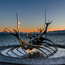 Sunrise in Reykjavik by Ríkarður Óskarsson - Artistic Objects Other Objects ( iceland, reykjavik, monument, sunrise )