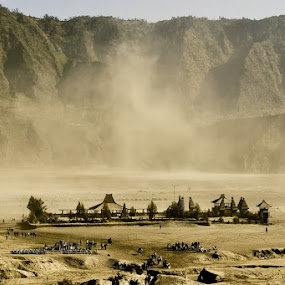 Pura Luhur & Sand Storm in Bromo by Juang Rahmadillah - News & Events Weather & Storms ( mountain, indonesia, travel, storm )
