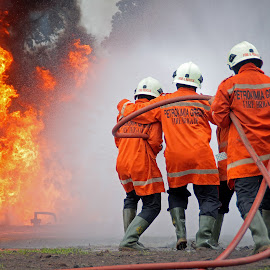 by Muhammad Wava Rasyadi - People Professional People ( sport, exercise, fire fighter, fire rescue )