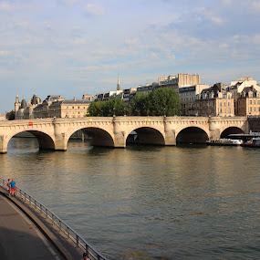 Pont Saint Michel by Hoang Nguyen Anh - Buildings & Architecture Bridges & Suspended Structures ( paris, france, seine, bridge, river )