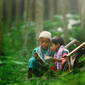Learn Together by Iwan  Kristiana - Babies & Children Children Candids