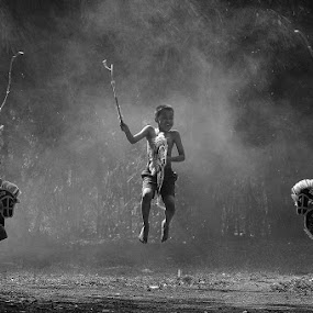 kuda lumping by Deddy Hariyanto - Babies & Children Children Candids ( black and white )