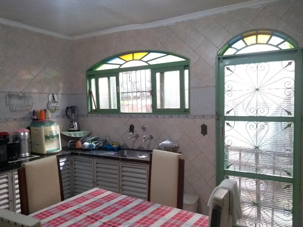 Casa com quartos para Alugar, 135 m²